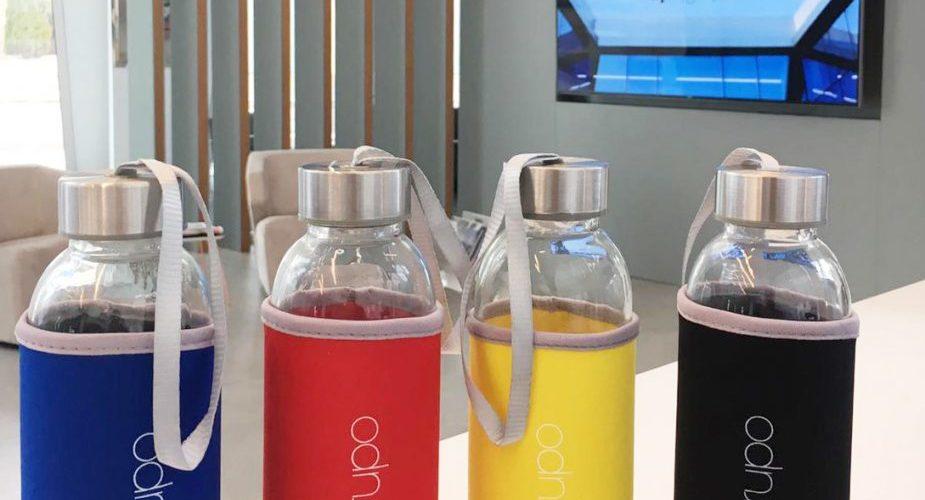 APE Grupo dice no al uso del plástico con sus nuevas botellas de cristal para los empleados.